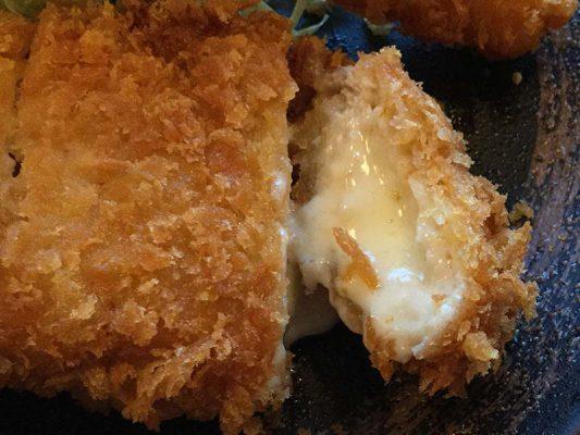 平成30年 北斗市 かつきち チーズミルフィーユとんかつ海老フライ定食 中身