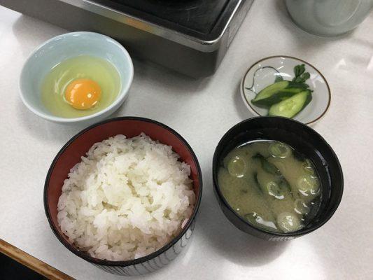 平成30年 室蘭市 乃ざ喜 牛鍋牛定食 ご飯 味噌汁 お新香 卵