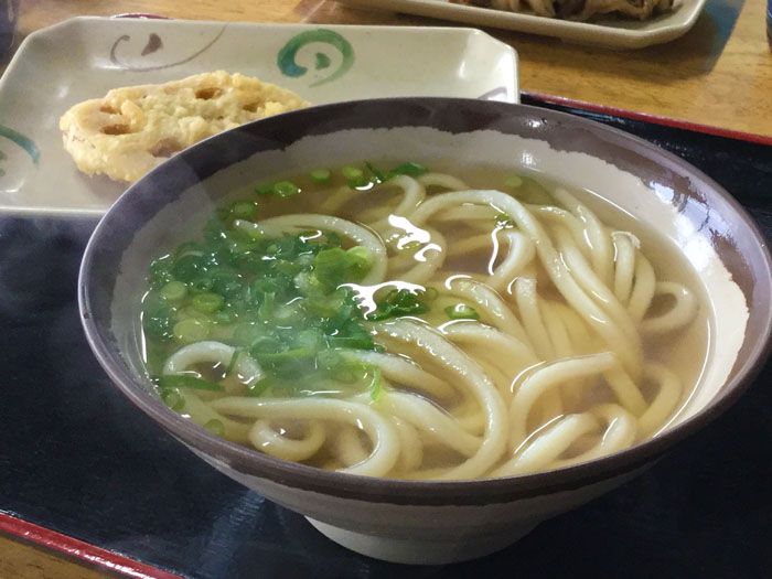 平成30年 香川県高松市 池上製麺所 かけうどん れんこんの天ぷら